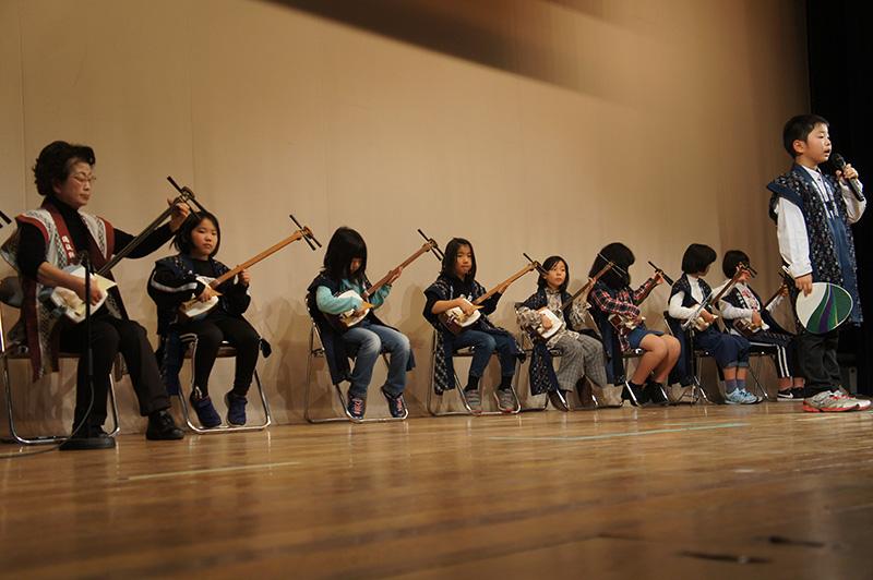 昭和の歌と踊りの集い 三味線教室の子どもたち