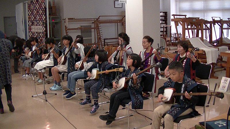 富田久三郎翁慰霊顕彰の催し 新市小学校児童2